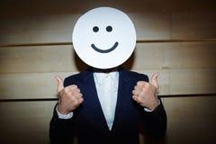 Riuscito uomo d'affari nella maschera sorridente fotografie stock libere da diritti