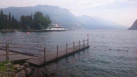 Riva的di garda美丽的湖 库存照片
