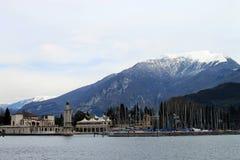 Riva alla polizia del lago (Italia) Immagine Stock Libera da Diritti