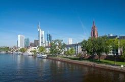 Riva del fiume di Francoforte fotografia stock libera da diritti