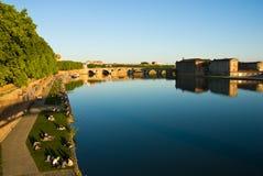 Riva del fiume di Garona a Toulouse Immagini Stock