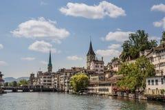 Riva del fiume di Limmat a Zurigo Immagine Stock