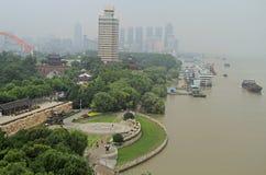 Riva del fiume di Yangtze nella città di Wuhan Fotografia Stock Libera da Diritti