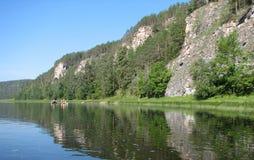 Riva del fiume rocciosa Fotografie Stock