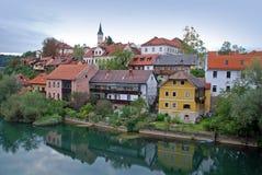 Riva del fiume Sloveni di Novo Mesto Fotografia Stock