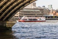 Riva del fiume del sud di Londra della banca immagine stock