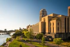 Riva del fiume urbana (Minneapolis) Immagini Stock Libere da Diritti