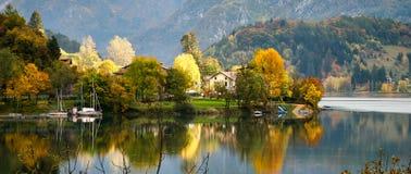 RIVA DEL GARDA, TRENTO/ITALY - 24 DE OUTUBRO: Vista do d'Idro de Lago Imagem de Stock Royalty Free