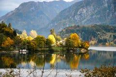 RIVA DEL GARDA, TRENTO/ITALY - OKTOBER 24: Sikt av den Lago d'Idroen royaltyfria foton