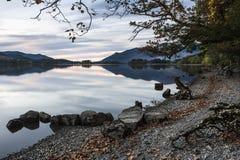 Riva del lago, acqua di Derwent Fotografia Stock