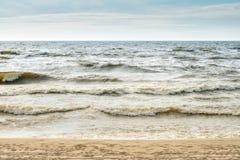 Riva del Mar Baltico, spiaggia La Lettonia, estate Fotografia Stock Libera da Diritti