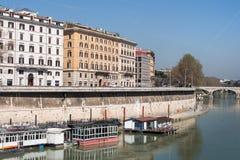 Riva del Tevere a Roma, Italia Fotografia Stock Libera da Diritti