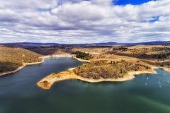 Riva della diga del lago d MP Jindab immagini stock