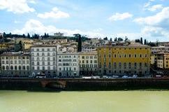 Riva di Arno, Firenze, Italia in sole fotografie stock