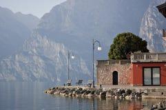 Riva di polizia del lago Immagine Stock