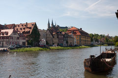 Riva di Regnitz a Bamberga immagine stock