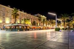 Riva di Splitska alla notte Fotografia Stock Libera da Diritti