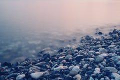 Riva ed onde di mare Fotografia Stock