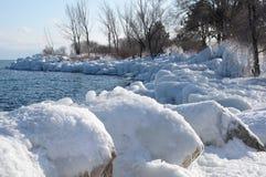 Riva encrusted ghiaccio il lago Ontario Fotografia Stock
