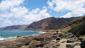 Riva Hawai delle montagne di Oahu immagini stock libere da diritti