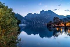 Riva nordica del lago garda, Italia Fotografie Stock
