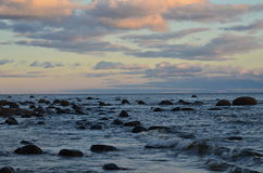 Riva rocciosa. Fotografie Stock Libere da Diritti
