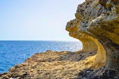 Riva rocciosa sulla costa Mediterranea Fotografia Stock Libera da Diritti