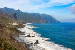 Riva vicino a Almaciga, Anaga, Tenerife dell'oceano immagini stock libere da diritti