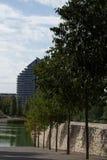 rivage d'un lac artificiel images libres de droits