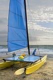 rivage de bateau à voiles Photo stock