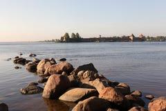 Rivage de forteresse du lac Ladoga, écrou. Photos stock