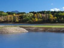 Rivage de Liptovska Mara en automne Images libres de droits