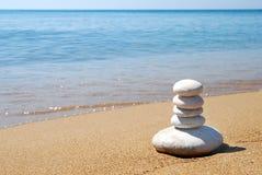 rivage de mer de cailloux photos libres de droits