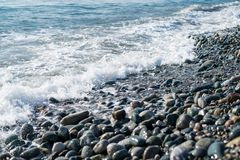 Rivage de pierres de mer Photographie stock