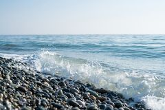 Rivage de pierres de mer Photo stock