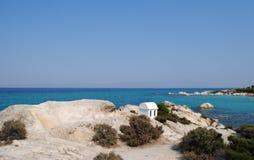 Rivage de roche sur la plage Photo stock
