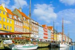 Rivage du canal de Nyhavn Copenhague un jour ensoleillé photo stock