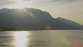 Rivage montagneux du nord du policier de lac, Italie photographie stock
