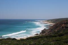 Rivage rocheux australien de sud-ouest de l'Océan Indien image libre de droits