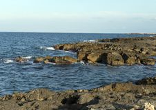 Rivage rocheux de Mer Adriatique chez Borgo Ignazio Resort, Savelletri di Fasano Photographie stock libre de droits