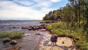 Rivage rocheux Le paysage naturel de la nature du nord images stock