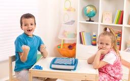 Rivalidade da infância entre irmãos Imagem de Stock