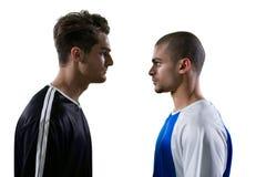 Rivalisierender Spieler des Fußballs zwei, der einander betrachtet stockbilder