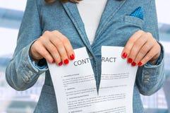 Rivande avtal för affärskvinna i regeringsställning Royaltyfri Fotografi