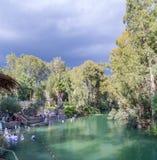 Rive di Jordan River al sito battesimale, Israele fotografia stock libera da diritti