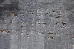 Riven och för skalningstegelstenvägg bakgrund Arkivfoto