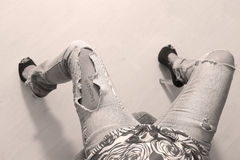 riven sönder jeans Royaltyfri Bild