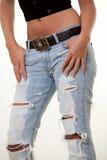 riven sönder jeans arkivbild