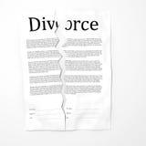Riven sönder upp skilsmässalegitimationshandlingar Arkivbilder