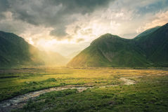 River flowing to mountains Royalty Free Stock Photos